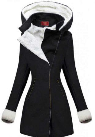 Elegantný čierny zimný kabát s bielym kožúškom