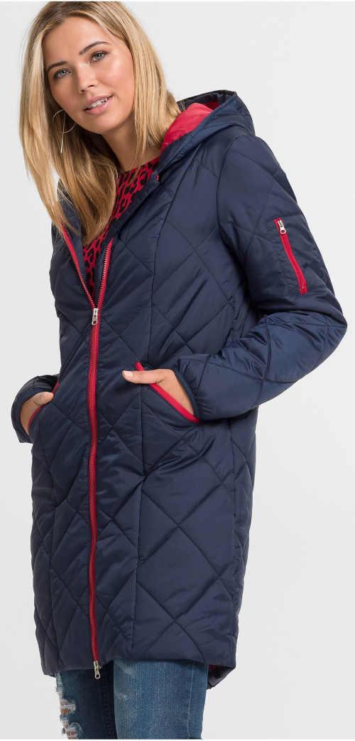 Dlhý prešívaný dámsky zimný kabát ideálny na hory