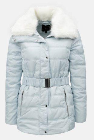 Svetlo modrá prešívaná dámska zimná bunda s umelou kožušinkou