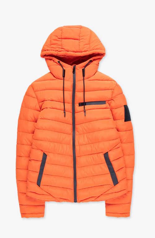 Oranžová prešívaná bunda pre moderného muža
