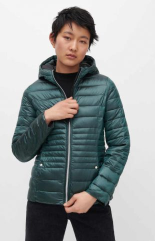 Prešívaná štýlová bunda s tmavou tyrkysovou výplňou