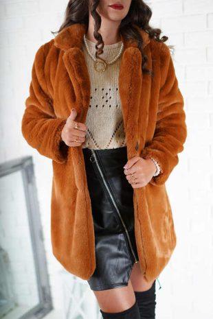 Trendy dámsky teplý kabát v zaujímavej škoricovej farbe