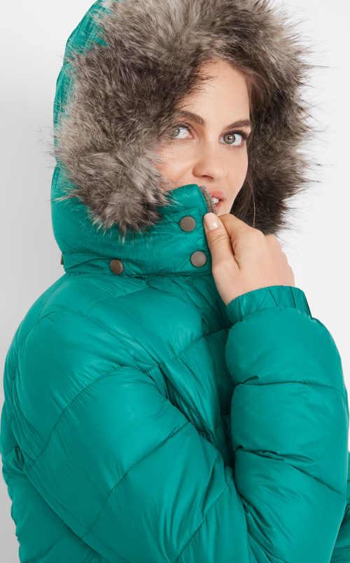 Zelená dámska zimná bunda s kožušinou na kapucni