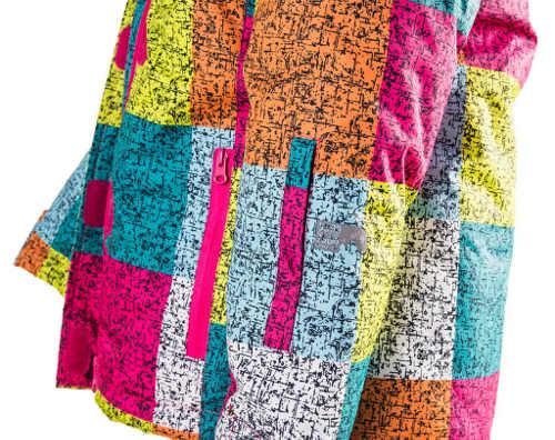 Pestrofarebná detská zimná bunda z rôznofarebných obdĺžnikov