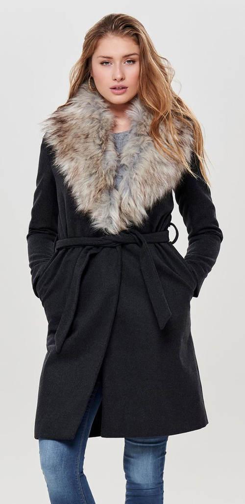 Tmavosivý dámsky žíhaný kabát s veľkým kožušinovým golierom