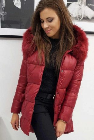 Dámska prešívaná zimná bunda v pôsobivej bordovej farbe
