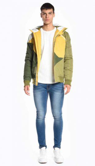 Viacfarebná vatovaná bunda s integrovanou kapucňou